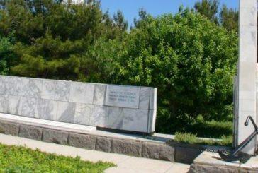 Памятник погибшему экипажу сейнера «Топорок»